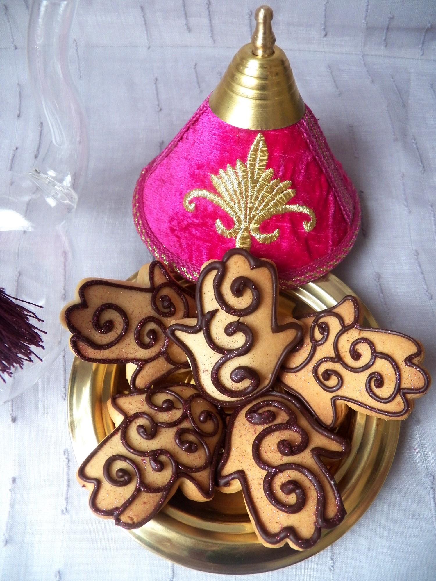 Recette main de fatma arabesques chocolat paisley au chocolat pour le con - Pouf en forme de main ...